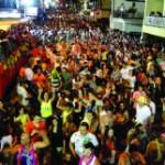 Carnaval reúne milhares de foliões nas ruas